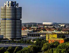 München, der BMW Vierzylinder und die Allianz Arena