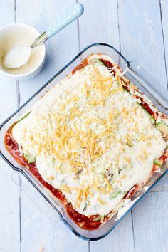 Zucchini lasagna with creamy ricotta - low carb, simple and delicious Low Carb Zucchini Lasagna, Lasagna Recipe With Ricotta, Apple Crisp Recipes, Healthy Protein, Low Carb Diet, Love Food, Food And Drink, Healthy Eating, Lasagna Soup