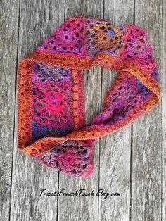 8899ef1c8620a Col écharpe femme en laine multicolore.Snood laine crocheté main pour femme  ou ado fille