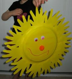 paper plate Sun- the rays are child's handprint cutouts Vbs Crafts, Daycare Crafts, Sunday School Crafts, Art For Kids, Crafts For Kids, Arts And Crafts, Sunshine Crafts, Paper Plate Crafts, Summer Crafts