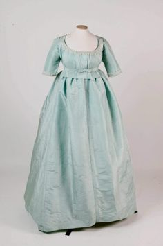 Day Dress; 1775-1780, Springhill, County Londonderry. These dates seem a little early to me-- the waist on this is very high.