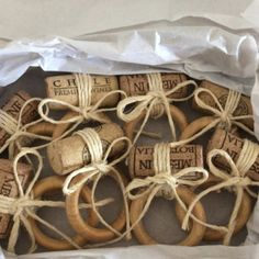 Ring Crafts, Diy And Crafts, Arts And Crafts, Curtain Rings Crafts, Wine And Cheese Party, Wood Wedding Signs, Macrame Art, Napkin Folding, Deco Table