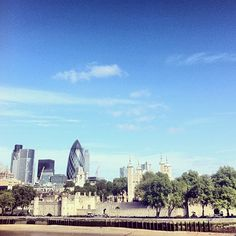 Sunshine over the Tower of London today, 19°C | 66°F