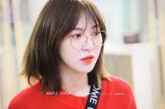 """""""here's a dangerously beautiful thread of Wendy wearing specs to bless your timeline ✨ Seulgi, Korean Short Hair, Korean Girl, Asian Music Awards, Irene, Wendy Red Velvet, Kpop Girls, Short Hair Styles, Pretty"""
