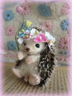 ハンドメイド♪ハリネズミちゃん&お花の冠 羊毛フェルト - ヤフオク!