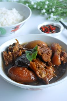 Braised Pig Trotters with Eggs 猪脚卤蛋 - Eat What Tonight Bbq Pork Roast, Pork Ribs, Pork Leg, Easy Chinese Recipes, Asian Recipes, Asian Foods, Pork Trotter Recipe, Trotters Recipe, Pork Hock