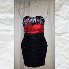 Red and Black Strapless Dress In excellent condition Speechless ruffle strapless dress black and red Speechless Dresses Strapless