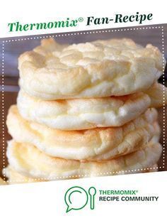 KETO cloud bread by monicaih. A Thermomix <sup>®</sup> recipe in the category Breads & rolls on www., the Thermomix <sup>®</sup> Community. Bread Recipes, Low Carb Recipes, Thermomix Bread, Bread Recipe Video, High Fat Foods, No Bake Snacks, Cloud Bread, Food N, Appetizer Recipes