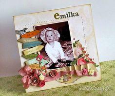 ramka na zdjęcie dla małej dziewczynki ozdobiona ćwiekami i różyczkami oraz wycieniowana tuszami brązowym i jasnobrązowym Latarnia Morska