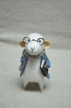 little reader mouse with glasses - felting dreams