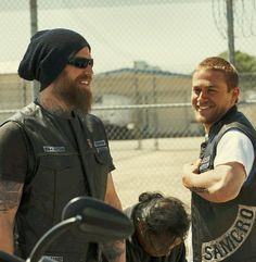 Sons of Anarchy. Ryan Hurst & Charlie Hunnam.