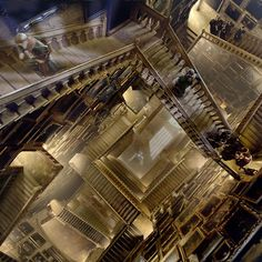 250 paintings were created for the marble staircase in Hogwarts and producers David Heyman and David Barron's portraits are among them. Mundo Harry Potter, Harry Potter World, Harry Potter Movies, Slytherin Aesthetic, Visualisation, Harry Potter Pictures, James Potter, Harry Potter Wallpaper, Hogwarts Houses
