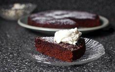 Deze taart van rode wijn en chocolade combineert 2 van onze favoriete dingen