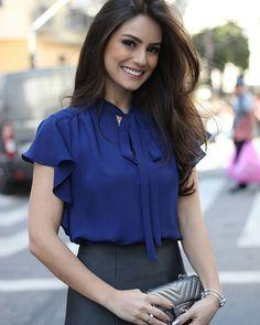 Me e encanta el estilo y color de esta blusa te hará lucir arreglada ya sea con una falda, pantalón,capri o jeans