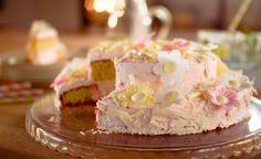 Erdbeer-Blüten-Torte - Eine einfache zweistöckige Torte für den Frühling mit Erdbeersahne