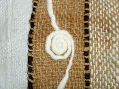 Prendas de vestir tejidas en telar manual con lana de oveja hilada a mano, teñida con productos naturales.                                       TIENDA: 21 DE MAYO 306  COYHAIQUE   CHILE           TEL. 89212142                    tejidosatelar@huitral.cl Textiles, Loom Weaving, Weaving Techniques, Dream Catcher, Straw Bag, Reusable Tote Bags, Tapestry, Stitch, Pillows