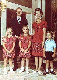 La Reina Sofía con un vestido igual que el de las Infantas Elena y Cristina.