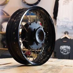 """cognitomoto: """"roue personnalisée pour CX500. Cognito Moto moyeu de frein à disque lacé pour déformer 9 jante. # CX500 #caferacer """""""