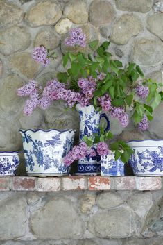 Country Fridays- Blue & White Love Charming blue and white teacups and china with lilac blooms! Check out this week's French Country Friday!Charming blue and white teacups and china with lilac blooms! Check out this week's French Country Friday! French Country Cottage, French Country Style, Cottage Farmhouse, Cottage Style, French Country Mantle, Country Cottages, Cottage Kitchens, Country Blue, Shabby Cottage