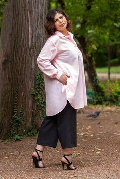 Pantaloni negri trei sferturi SNK PLUS 01 - AMA Fashion Bell Sleeves, Bell Sleeve Top, Plus Size, Tops, Women, Fashion, Moda, Women's, Fashion Styles