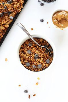 Peanut Butter Chocolate Chip Granola #vegan #glutenfree #peanutbutter – via Minimalist Baker