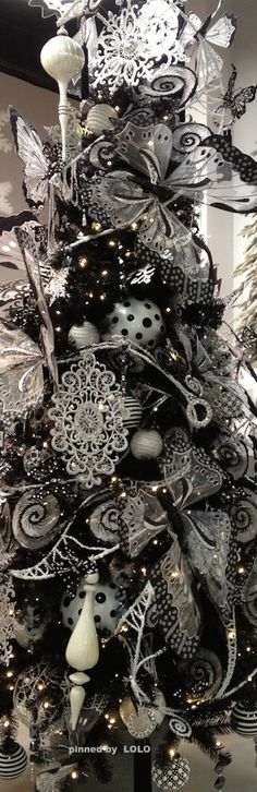 Unique And Unusual Black Christmas Tree Decoration Ideas 10 Black Christmas Tree Decorations, Christmas Tree Skirts Patterns, Black Christmas Trees, Ribbon On Christmas Tree, Beautiful Christmas Trees, Noel Christmas, Christmas Colors, Christmas Cactus, Christmas Wreaths