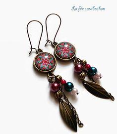 boucles d'oreilles bohème * mandala rose et vert * ethnique plume , cabochon verre : Boucles d'oreille par la-fee-carabochon