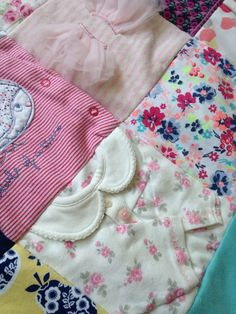 Keepsake quilts are a lovely way to use up old baby clothes that you can't part with. I make them using baby gros, tops, dresses, baby blankets etc. I love using the sleeves, you really can get a sense of the item you are remembering. Diy Baby Clothes Quilt, Baby Clothes Blanket, Old Baby Clothes, Trendy Baby Clothes, Baby Blankets, Quilt Baby, Baby Memory Quilt, Memory Quilts, Baby Boys