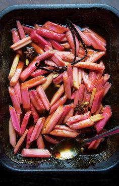 Spice Braised Rhubarb - Orange juice, honey, and aromatic spices reduce into an intense syrup while tenderizing the rhubarb in this fruit compote. Rhubarb Tart, Rhubarb Compote, Fruit Compote, Rhubarb Oatmeal, Rhubarb Desserts, Healthy Recipes, Cooking Recipes, Best Rhubarb Recipes, Gastronomia