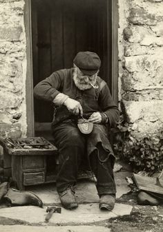 This old pipe smoker had a lot of 'sole'. Old Pictures, Old Photos, Vintage Photos, Pipes And Cigars, Old Photographs, Cthulhu, My Images, The Past, Old Things