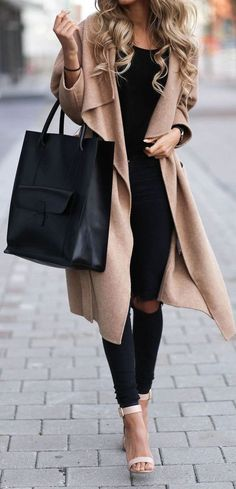 Outfit ideas / black ripped jeans   beige coat   black bag