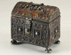 Small Mexican colonial tortoiseshell domed casket silver inlaid, 17th Century. / $ 2,800.00