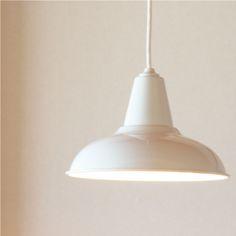 後藤照明と、倉敷意匠の共同制作で生まれたペンダントライト。取り付けは角型引っ掛けシーリング式、電球のやさしい明りです。 ベーシックなデザインで、どんなお部屋にもマッチしそうです。送料無料でお届けいたします。■素材:アルミ、60w電球付き ■サイズ:シェード/直径27.8×高さ16.5cm コード長さ/100cm New Homes, Ceiling Lights, Lighting, Pendant, Interior, Crafts, Lamps, Design, Home Decor