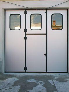 Portone a libro industriale con porta di sicurezza