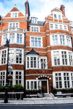 A Luxurious Guide to Mayfair - SilverSpoon London London Mansion, London House, Places Ive Been, Places To Go, Mayfair London, Five Star Hotel, Homeland, Perfect Place, Beautiful Homes