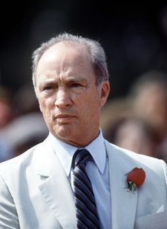Pierre Trudeau, Prime Minister Canada wearing his trademark red rose Canadian Things, I Am Canadian, Canadian Culture, Canadian History, Liberal Party Of Canada, Premier Ministre, Montreal Ville, Canada 150, People Of Interest