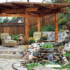 jardin sur une pente pergola en bois fauteille sympa