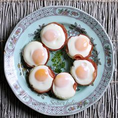 Looking for an easy breakfast recipe? Check out my Ham and Egg Cups which are made using a muffin tin.