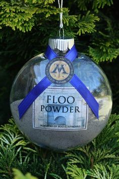 Not gonna lie I wouldn't mind this floo powder ornament 19 Harry Potter Ornaments For An Amazingly Nerdy Christmas Tree Harry Potter Christmas Decorations, Harry Potter Christmas Tree, Hogwarts Christmas, Christmas Crafts, Xmas, Reindeer Christmas, Christmas Candles, Simple Christmas, Christmas Lights