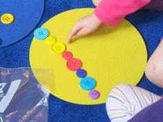 "More buttons, buttons, buttons by Teach Preschool based on ""Pete the Cat and His Four Groovy Buttons"" by Eric Titwin"