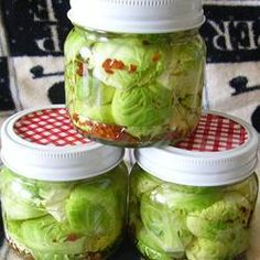Zesty Pickled Brussels Sprouts - Zippy pickled Brussels sprouts are a great accompaniment to any meal. Pickled Onions, Home Canning, Canning Jars, Fermented Foods, Canning Recipes, Kimchi, Food And Drink, Yummy Food, Brussels Sprouts