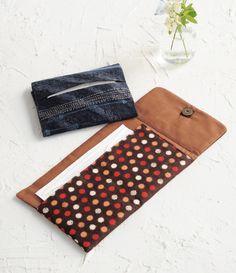 ポケットティッシュとマスクが一度に入れられて使いやすい、折りたたみ財布型の携帯ケース。 花粉症の方にお勧めです。