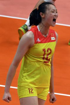 China's Hui Ruoqi celebrates a point during the women's qualifying volleyball… Volleyball Poses, Female Volleyball Players, Volleyball Pictures, Women Volleyball, Volleyball Team, Beach Volleyball, Yoga Pants Girls, Sporty Girls, Tights Outfit