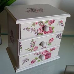 Decoupage Furniture, Hand Painted Furniture, Miniature Furniture, Upcycled Furniture, Small Furniture, Country Furniture, Jewelry Box Makeover, Wood Transfer, Shabby Chic Jewelry