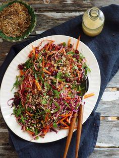 Kålsalat med frø og bær Japchae, Spaghetti, Ethnic Recipes, Food, Meal, Eten, Meals, Noodle