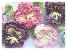 ThisEasy Crochet Pansy Free Pattern is a great applique and you can stitch this onto any piece of clothing. Make one now with the free pattern provided by the link below.