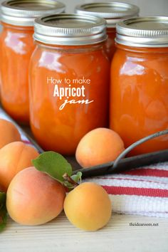 Homemade Apricot Jam Recipe and free printable labels #recipe #apricot #printable