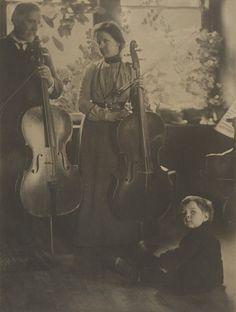 Gertrude Käsebier. Harmony (Family). 1901