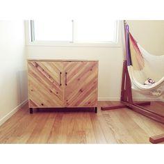 Order heringborn cabinet.... オーダーで制作させて頂いたヘリンボーンキャビネット 足元は細身のアイアンフレームですっきりとさせています  ヘリンボーンはシンプルな空間の良いアクセントになります天板以外でも良い雰囲気になります  #interior #table #dining  #design #renovation #reform #interior #antique #furniture #iron #diy #table #living #room  #デザイン  #家具 #インテリア  #古材  #鉄脚 #アイアン #什器 by thedaystack