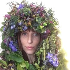 """220 mentions J'aime, 14 commentaires - Passionflower (@passionflowersue) sur Instagram: """"Florist problems- what to do with a gigantic headpiece after shoot day?! #flowersonyourhead…"""""""